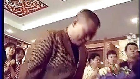 搞笑视频,当年郭德纲拜师侯耀文仪式现场,主流相声界众人捧场独缺姜昆
