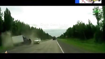 搞笑视频,值得一看_神奇且奇怪的车祸
