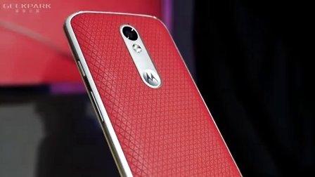 【极客现场】No.58联想把屏幕摔不碎的手机带到了中国
