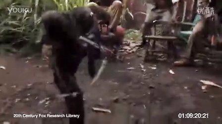 搞笑视频,黑猩猩用自动步枪扫射,吓得士兵四处逃窜。