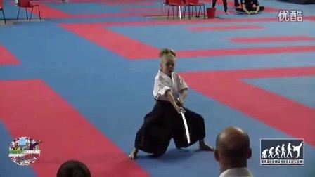 比赛场上超拼的小女汉子,用生命在比赛