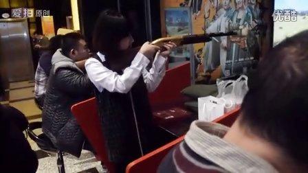 实拍北京气质美女石景山万达射击馆超酷实感射击