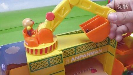 施工现场玩具猪猪侠 粉红小猪妹 海底小纵队