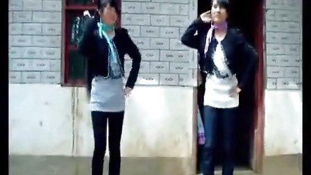 苗族美女跳眉飞色舞