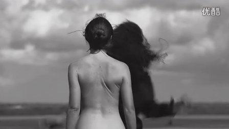 12个月看时尚(5):荒野半裸女模的自由之狂舞