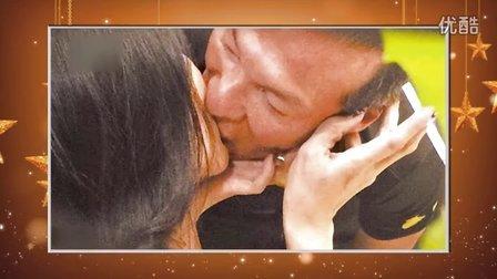 57岁黄仲昆吃饭左拥右抱 与两熟女当众激吻