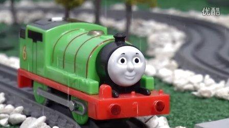 托马斯和他的朋友们:下雨天小火车出事故啦!快来救援 Paw Patrol 狗狗巡逻队 玩具