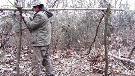 (旧版)野外生存技巧:搭建新求生庇护所荒野求生