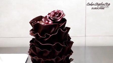 用华丽的巧克力玫瑰花装饰一个蛋糕