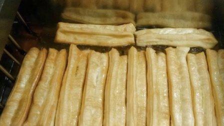 油条的详细制作过程无矾油条的配料..  台湾脆皮大油条制作方法  炸油条的做法