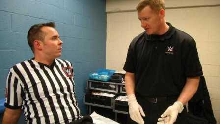 【Raw 3/14】HHH伦斯混战裁判被误伤