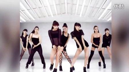 韩国美女跳艳舞 抚胸撅臀显风骚
