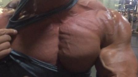 杰瑞米·布恩迪亚16年4月胸肌粉碎训练