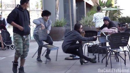 街头作死抽椅子整路人 YTB街头【青蛙观影】