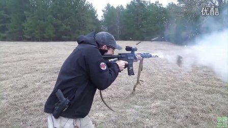【极酷花园】美国牛人用『M16步枪』烤制培根