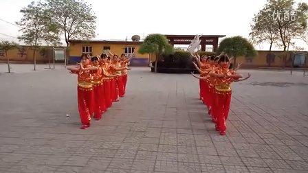 岸下小学小精灵广场舞《快乐的跳吧》