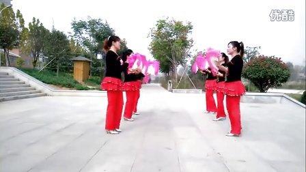 最新扇子舞南阳红霞广场舞《毛主席的话儿记心上》正面演示及6人变队形