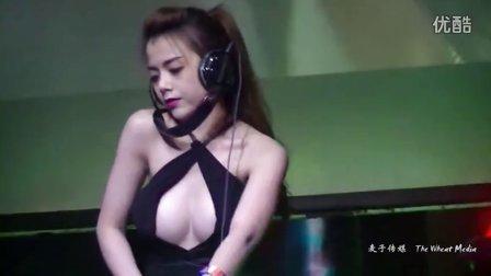 越南超胸美女DJ夜店打碟 成龙大哥都来捧场了