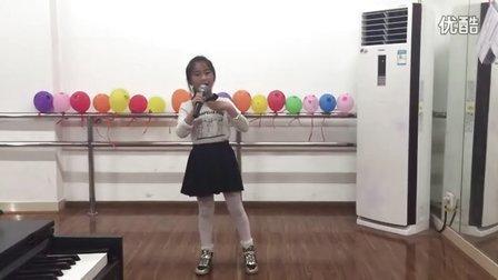 《祖国,祖国我们爱你》-演唱者:陈家朵 8岁