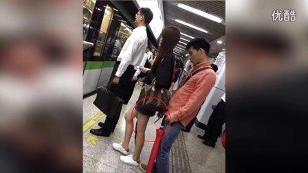 网曝上海大学生偷拍女乘客裙底 警方介入调查