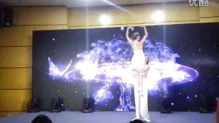 外籍技巧现代舞