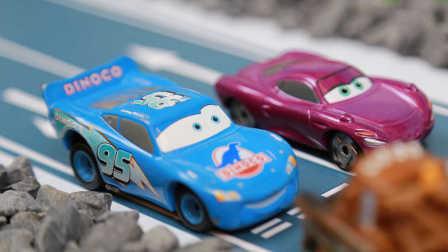 『奇趣箱』赛车总动员玩捉迷藏第1集,小朋友快来看看吧!闪电麦昆 板牙 荷莉 麦克飞弹