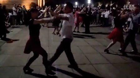 许昌市许都广场三步踩(蓝天.白云规范交谊舞蹈培训班)