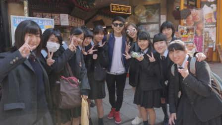 日本街头搭讪女高中生