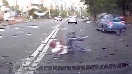 乌克兰基辅 一场离奇的车祸 男子被甩出车后 屁事没有 又走回车中