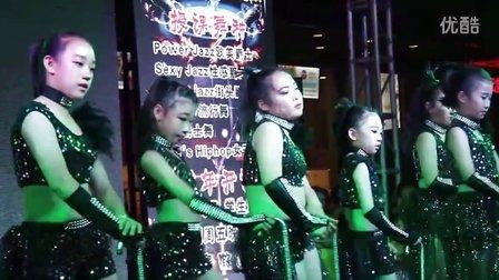 少儿拐杖爵士舞 海城胡图图女子街舞培训2016大润发专场演出