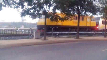VID机车在拉地铁列车去洗车
