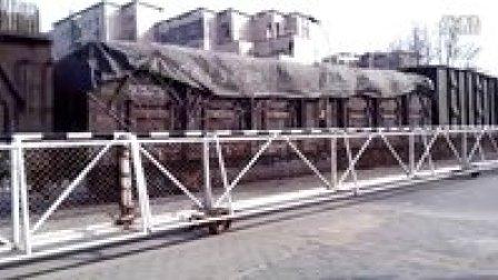 火车视频集锦:ND5牵引货列减速通过水蚌线兰临路道口