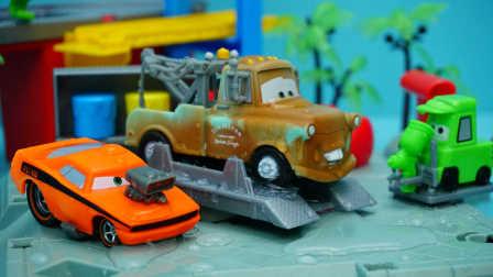 赛车总动员 板牙到奇诺的油漆店染色 迪士尼玩具 汽车总动员