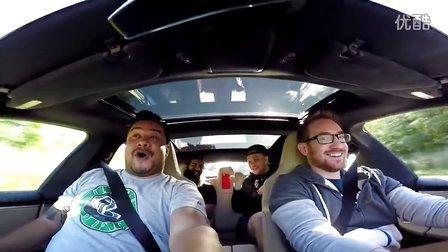 Tesla Model S P90DL 狂暴加速和自动驾驶展示 [HD]