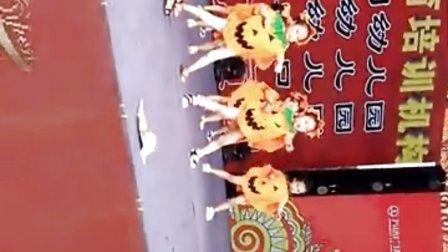 舞乐迦南艺术教育培训,携手蒙特梭利幼儿园万达广场文艺演出水果拳