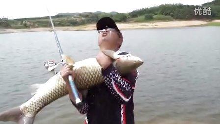 海竿水库钓大鱼视频 激情海竿爽钓大鱼