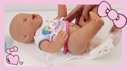 女宝宝换尿布如何给小孩洗澡玩具 女孩娃娃玩具