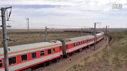 客车K1337(济南-乌鲁木齐南)通过长流水展线上层