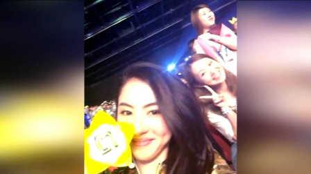 张柏芝现身Bigbang演唱会 大长腿亮相和粉丝自拍心情大好
