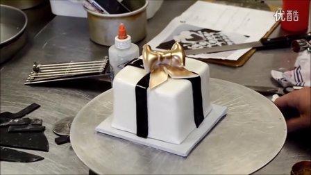 如何装饰一个方形生日蛋糕成礼品盒