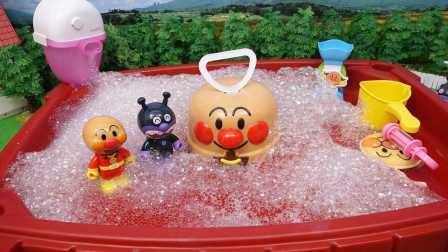 面包超人洗澡过家家玩具