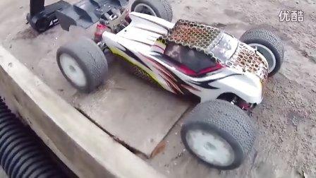后院火了!玩车了,LC Racing EMB-TGH 1:14t竞速卡车练习欢跑