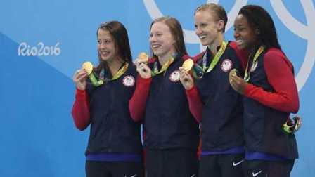 里约奥运会游泳女子4X100米混合泳接力决赛美国队夺冠军金牌澳大利亚获亚军银牌丹麦获铜牌中国队傅园慧来月经例假史婧琳陆莹朱梦慧第四
