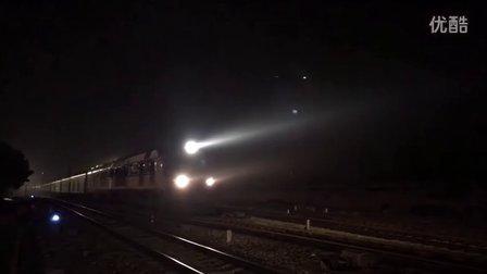 (三茂线火车视频)广铁广段DF11G0041+0188牵引客车K1167由西安开往海口 轮轨声要赞