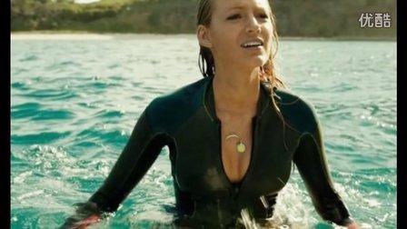 《鲨滩》最性感女王惊险上演鲨口逃生