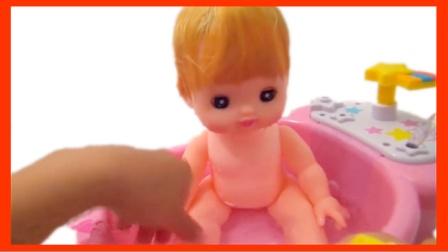 宝宝洗澡泡泡浴过家家 粉红猪小妹熊出没洗澡