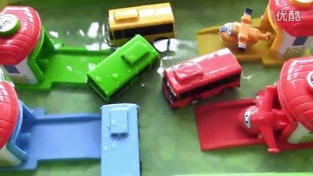 超级飞侠与韩国巴士校车玩水玩具