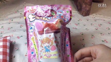 日本食玩の草莓牛奶芭菲冻糕_棒棒的草莓味