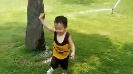 喜欢玩儿水!
