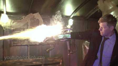 国外牛人打造《杀出重围》的火爆武器射击视频